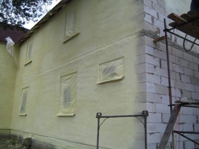 Нанесение декоративной штукатурки валиком видео на фасад дома